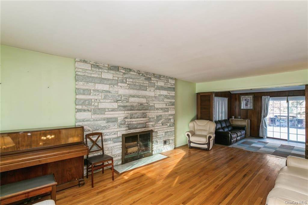 13. Single Family Home por un Venta en 12 Woodland Road New City, Nueva York, 10956 Estados Unidos