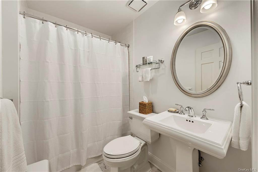 13. Rental Communities for Rent at 419 Cantitoe Street Bedford Hills, New York, 10507 United States
