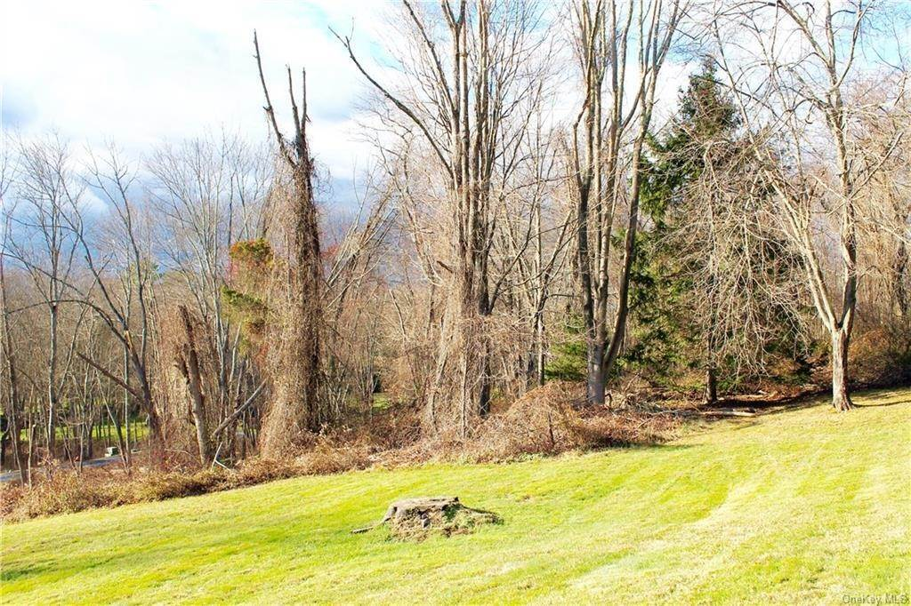 13. Single Family Home for Sale at 36 Indian Hill Road Bedford, New York, 10506 United States