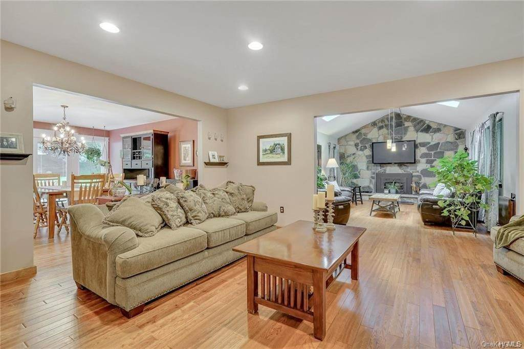 13. Single Family Home for Sale at 14 Lori Lane Chester, New York, 10918 United States