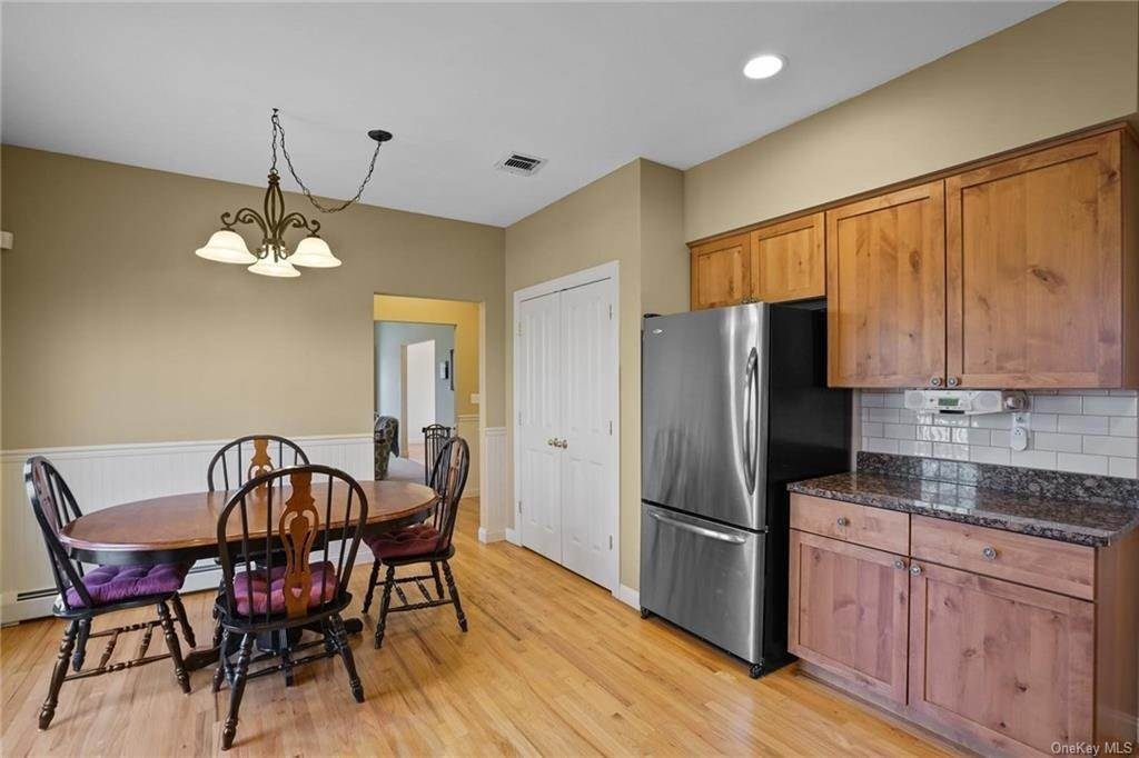 14. Single Family Home for Sale at 19 Coleman Drive Campbell Hall, New York, 10916 United States