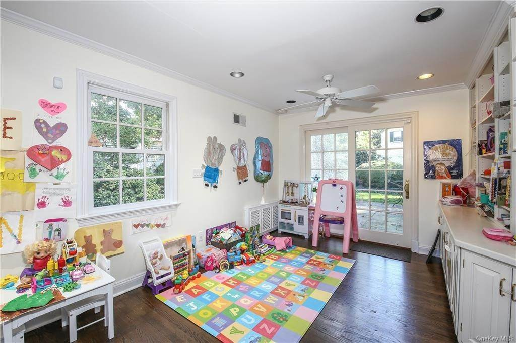 14. Single Family Home for Sale at 1 Hemlock Road Bronxville, New York, 10708 United States