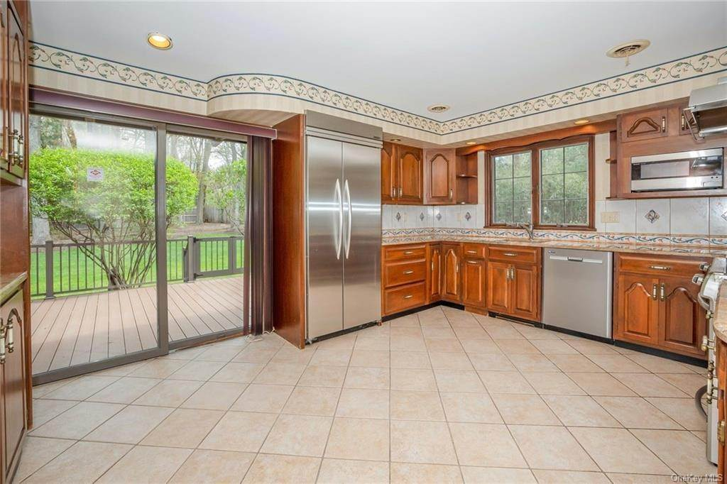 14. Single Family Home for Sale at 1A Century Road Palisades, New York, 10964 United States