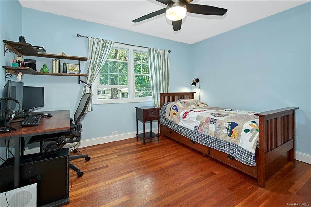 14. Single Family Home for Sale at 2 Pine Ridge Road Rye Brook, New York, 10573 United States