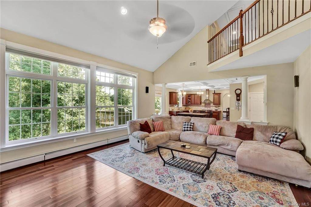 14. Single Family Home for Sale at 11 Sherwood Court Highland Mills, New York, 10930 United States