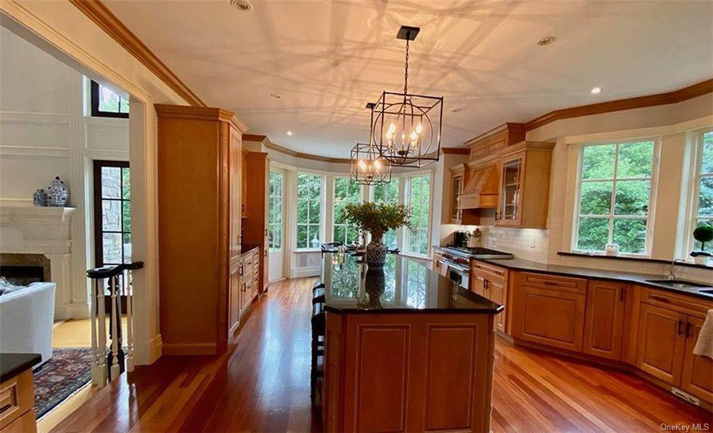 14. Single Family Home for Sale at 75 Summit Road Tuxedo Park, New York, 10987 United States