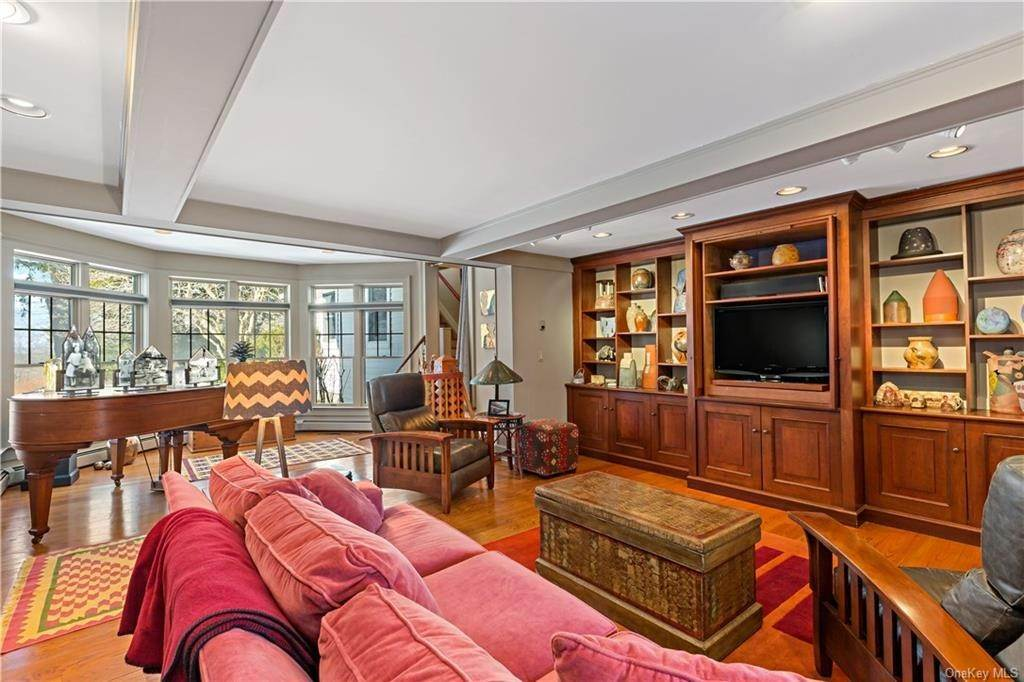 14. Single Family Home for Sale at 630 Birdsall Drive Yorktown Heights, New York, 10598 United States