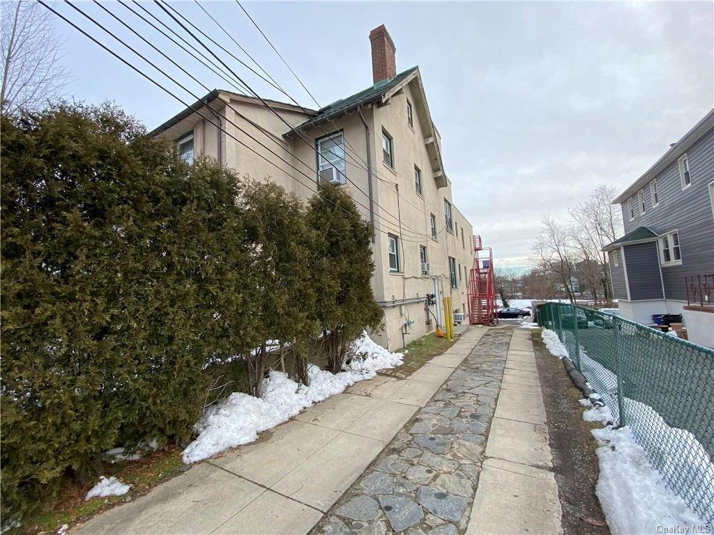 14. Single Family Home for Sale at 160-164 Elm Avenue Mount Vernon, New York, 10550 United States