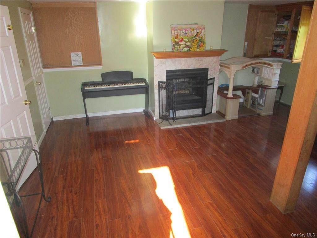 14. Single Family Home for Sale at 9 Kingsville Drive Monroe, New York, 10950 United States