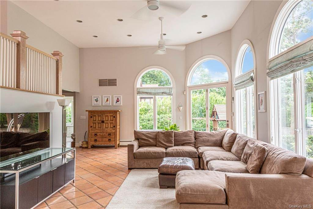 14. Single Family Home for Sale at 119 White Plains Road Bronxville, New York, 10708 United States