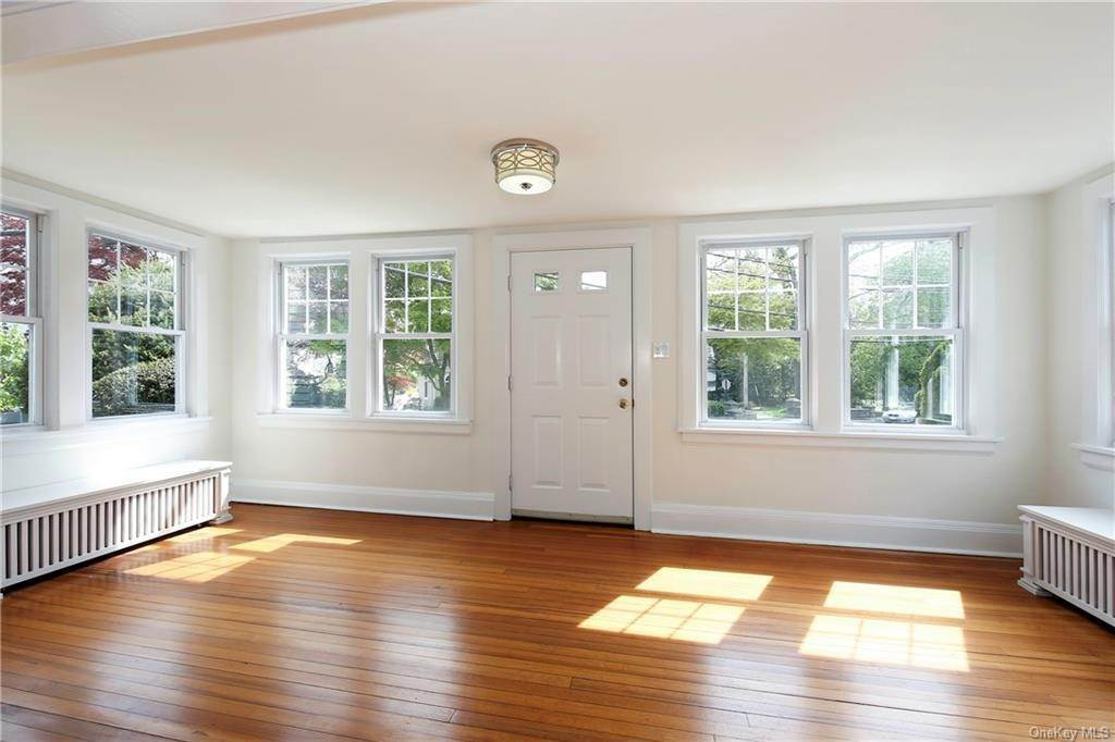 14. Single Family Home for Sale at 211 Oakland Beach Avenue Rye, New York, 10580 United States