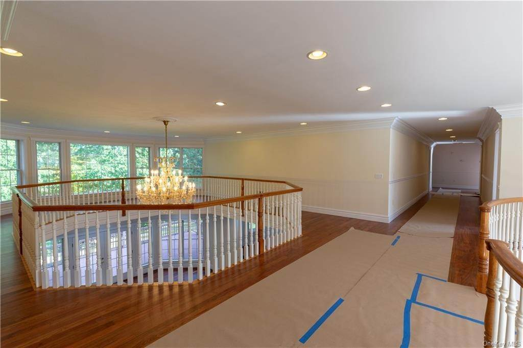 14. Single Family Home for Sale at 51 Juniper Terrace Tuxedo Park, New York, 10987 United States