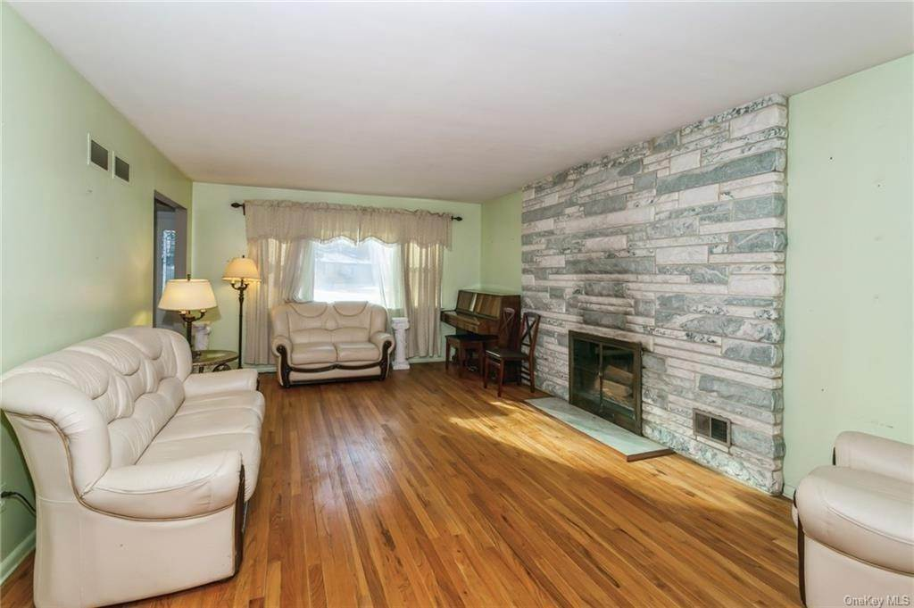 14. Single Family Home por un Venta en 12 Woodland Road New City, Nueva York, 10956 Estados Unidos