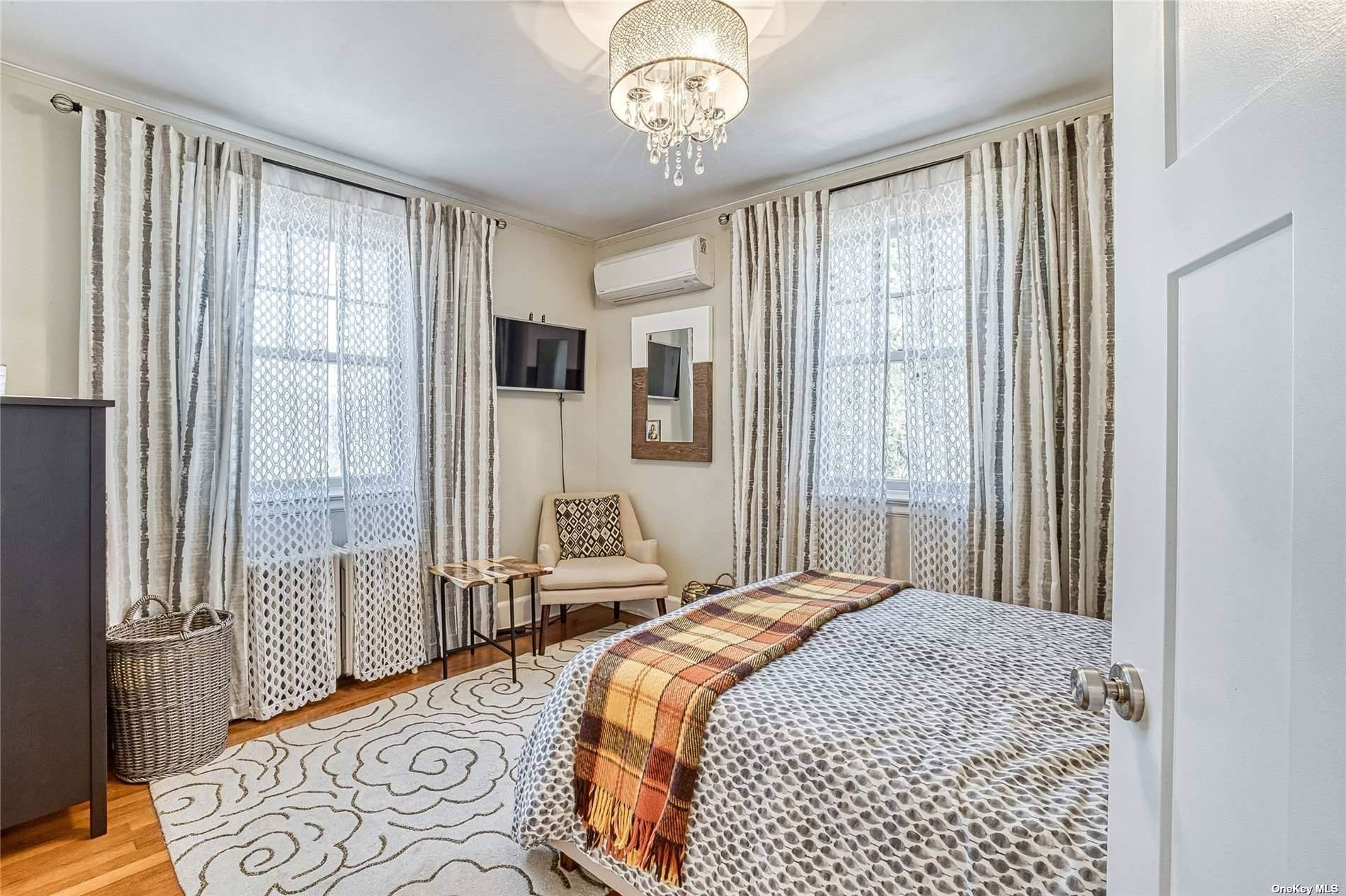 14. Single Family Home for Sale at 32 Soulice Place New Rochelle, New York, 10804 United States
