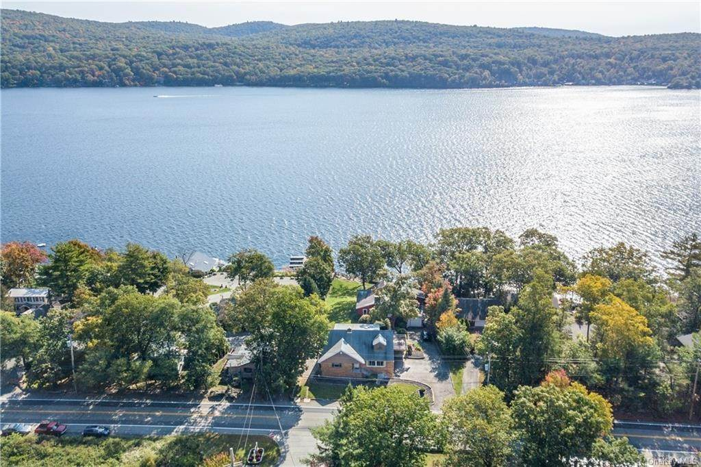 14. Single Family Home for Sale at 200 Jersey Avenue Greenwood Lake, New York, 10925 United States