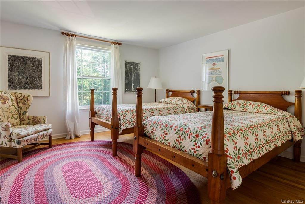 14. Single Family Home for Sale at 129 Fox Lane Bedford Corners, New York, 10549 United States