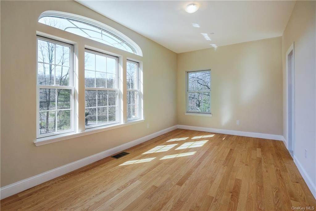 14. Single Family Home for Sale at 223 Sprain Road Scarsdale, New York, 10583 United States