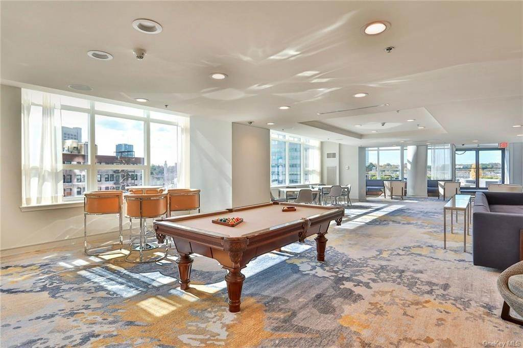 14. Single Family Home for Sale at 5 Renaissance Square White Plains, New York, 10601 United States