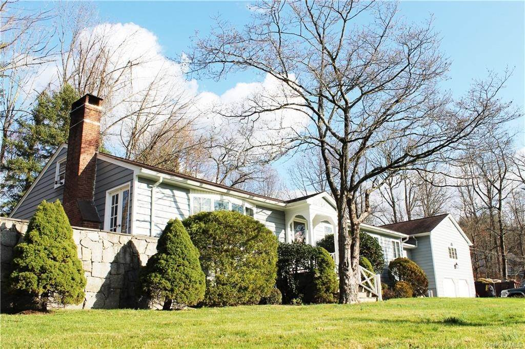 14. Single Family Home for Sale at 36 Indian Hill Road Bedford, New York, 10506 United States