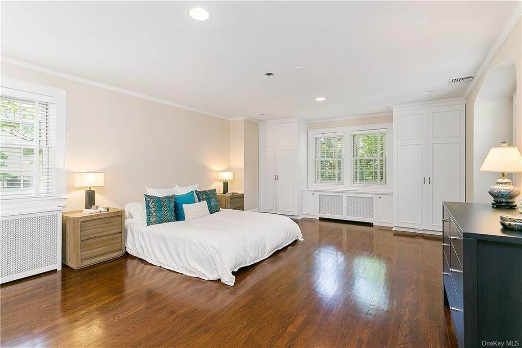 14. Single Family Home for Sale at 10 Hall Avenue Larchmont, New York, 10538 United States