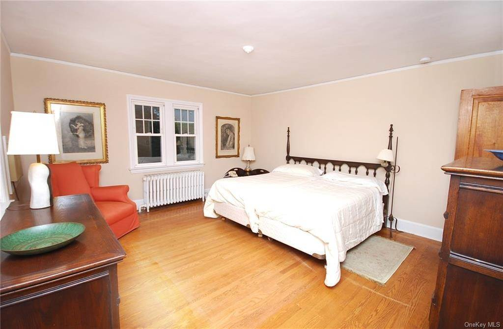 15. Single Family Home for Sale at 28 Wiltshire Street Bronxville, New York, 10708 United States