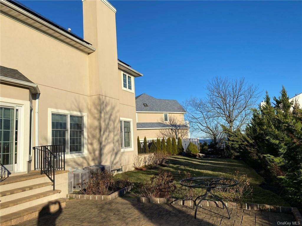 15. Rental Communities for Rent at 8 Shore Club Drive New Rochelle, New York, 10805 United States