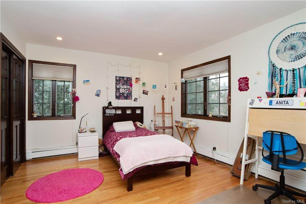 15. Single Family Home pour l Vente à 4 Spruce Road Larchmont, New York, 10538 États-Unis