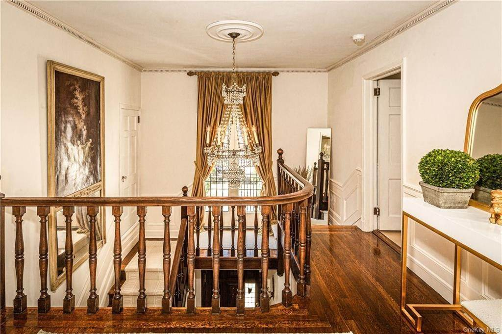 15. Single Family Home for Sale at 14 Courseview Road Bronxville, New York, 10708 United States