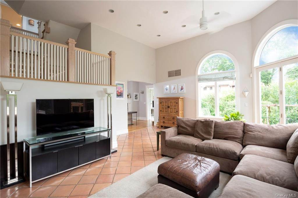 15. Single Family Home for Sale at 119 White Plains Road Bronxville, New York, 10708 United States