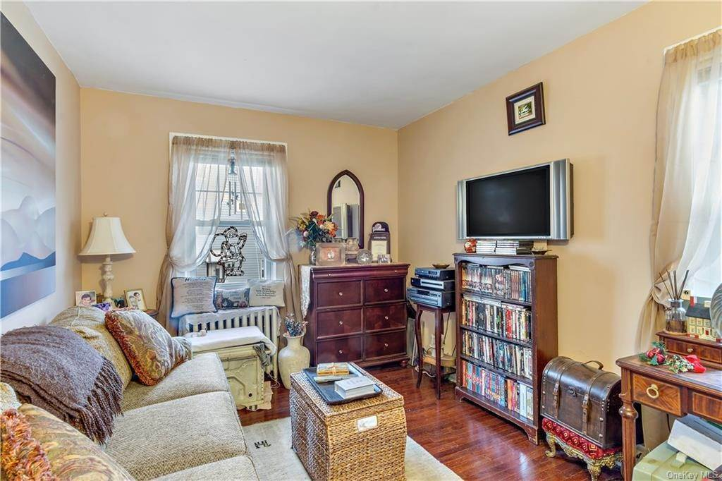 15. Single Family Home for Sale at 12 Hill Terrace Yonkers, New York, 10701 United States