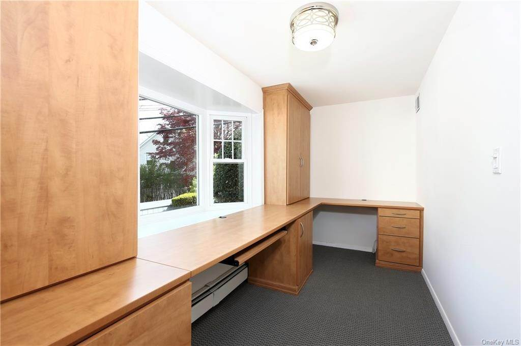 15. Single Family Home for Sale at 211 Oakland Beach Avenue Rye, New York, 10580 United States