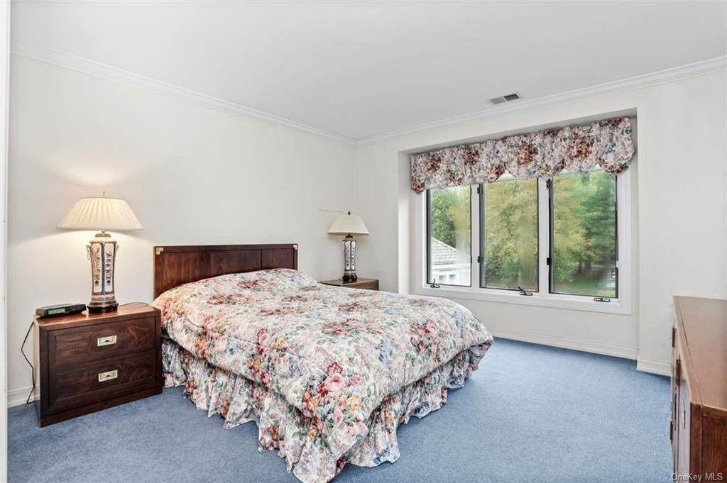 15. Single Family Home for Sale at 5 Stone Falls Court Rye Brook, New York, 10573 United States