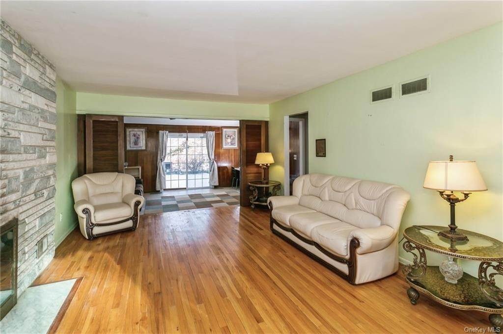 15. Single Family Home por un Venta en 12 Woodland Road New City, Nueva York, 10956 Estados Unidos