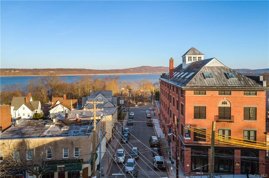 15. Single Family Home for Sale at 50 Chestnut Street Dobbs Ferry, New York, 10522 United States