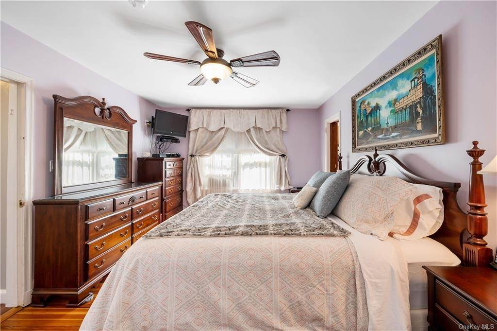 15. Single Family Home for Sale at 162 Byram Lake Road Bedford Corners, New York, 10549 United States