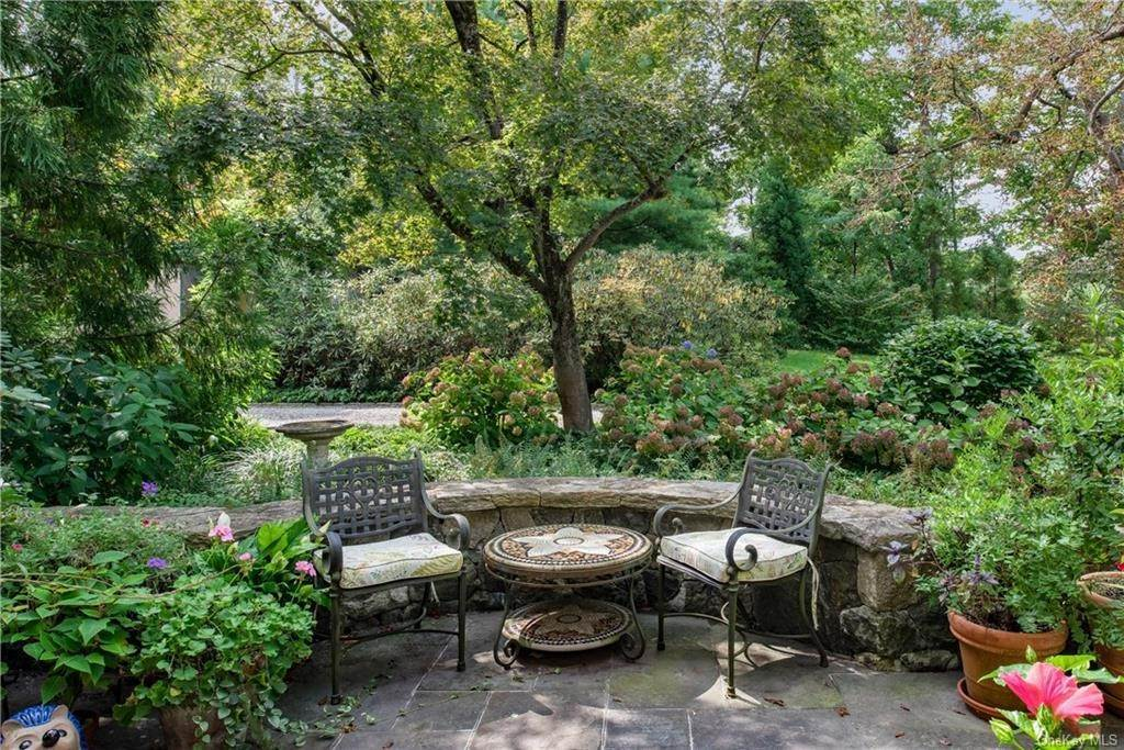 16. Single Family Home for Sale at 10 Broad Brook Road Bedford Hills, New York, 10507 United States