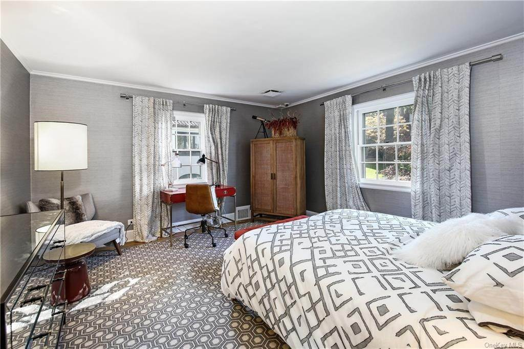 16. Single Family Home for Sale at 1 Hemlock Road Bronxville, New York, 10708 United States