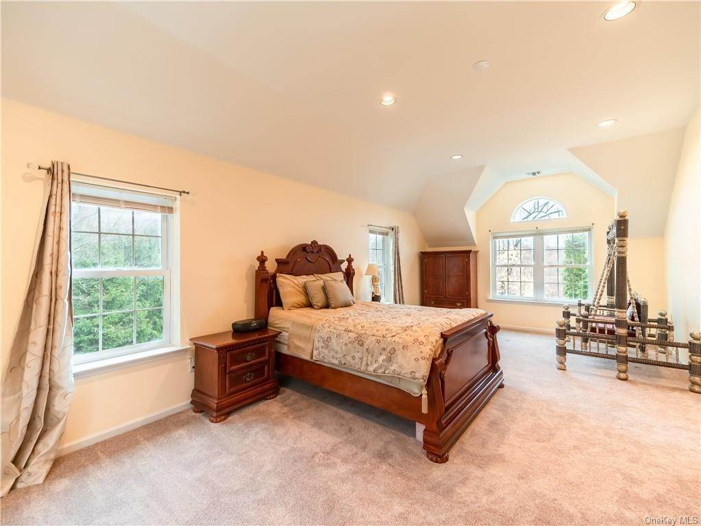 16. Single Family Home for Sale at 2689 Deer Street Mohegan Lake, New York, 10547 United States