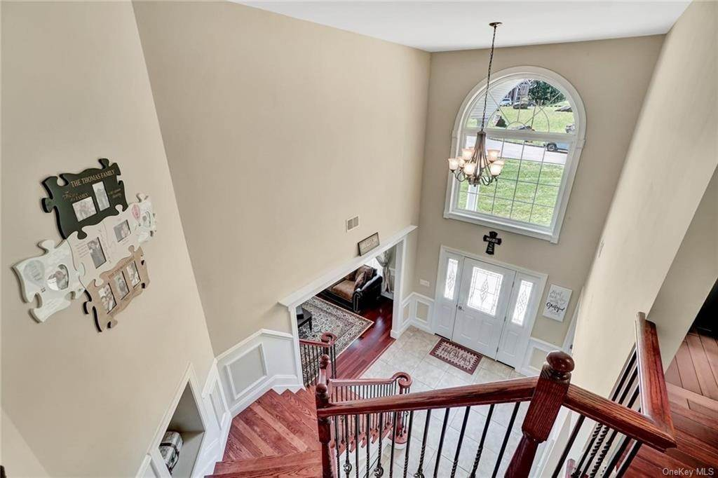 16. Single Family Home for Sale at 11 Sherwood Court Highland Mills, New York, 10930 United States