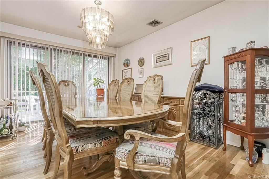16. Single Family Home 为 销售 在 28 Forshay Road Monsey, 纽约, 10952 美国