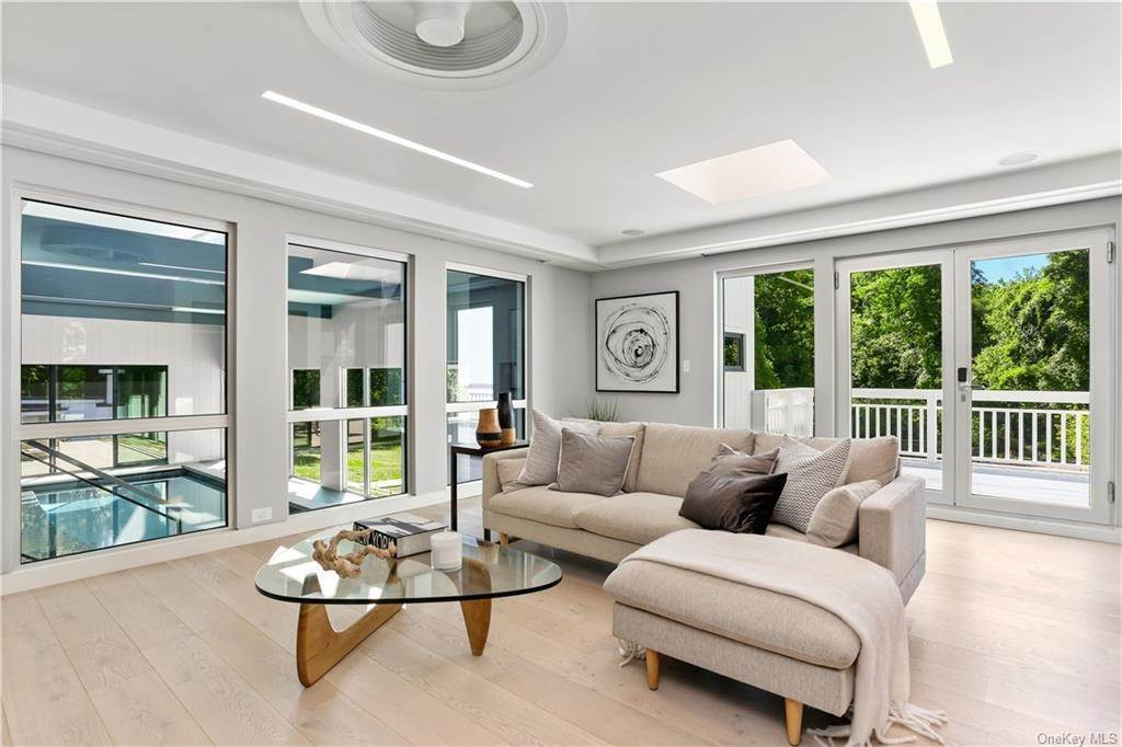 16. Single Family Home for Sale at 862 Fenimore Road Larchmont, New York, 10538 United States