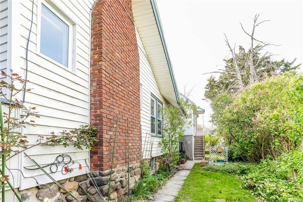16. Single Family Home for Sale at 324 5th Avenue New Rochelle, New York, 10801 United States