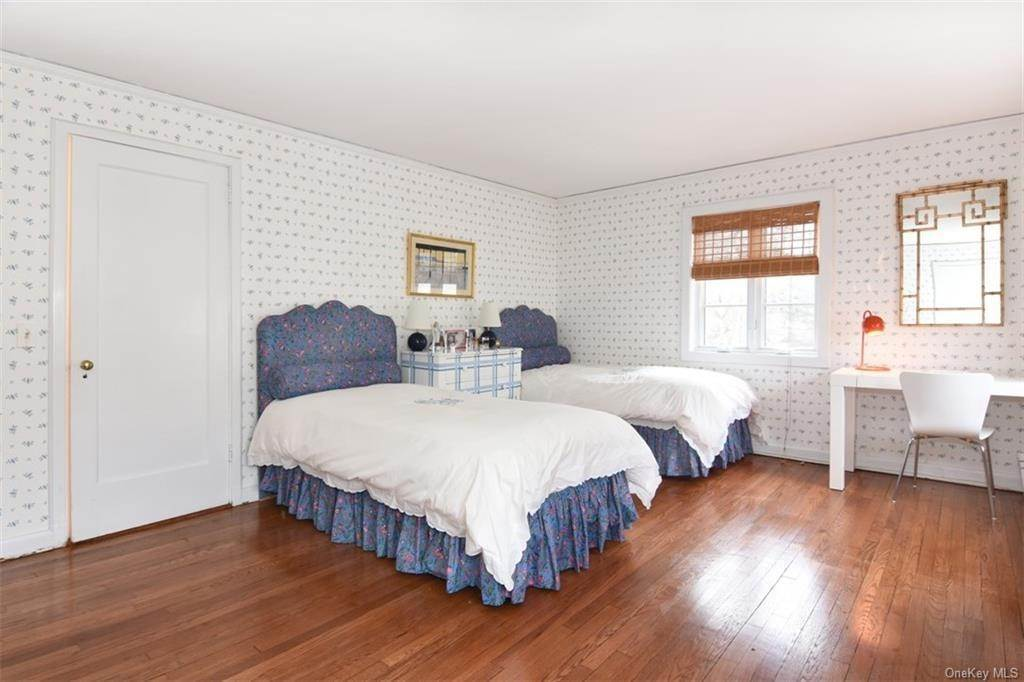 16. Single Family Home for Sale at 5 Park Avenue Terrace Bronxville, New York, 10708 United States