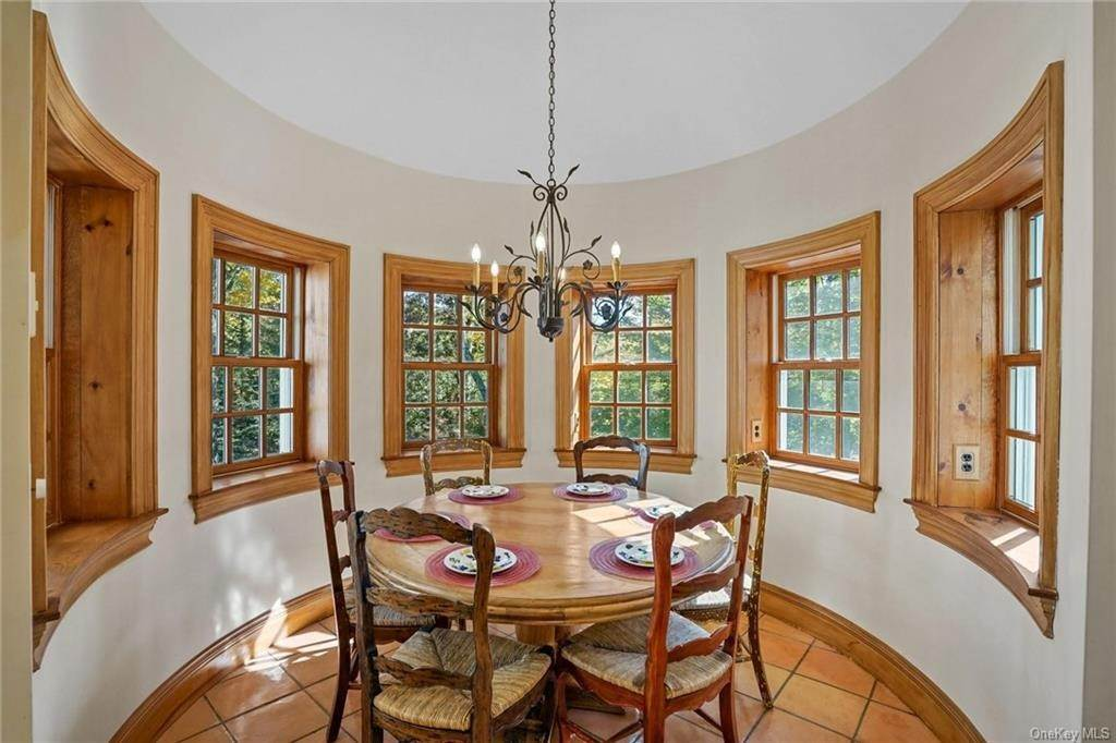 16. Single Family Home for Sale at 10 Greenwich Avenue Central Valley, New York, 10917 United States