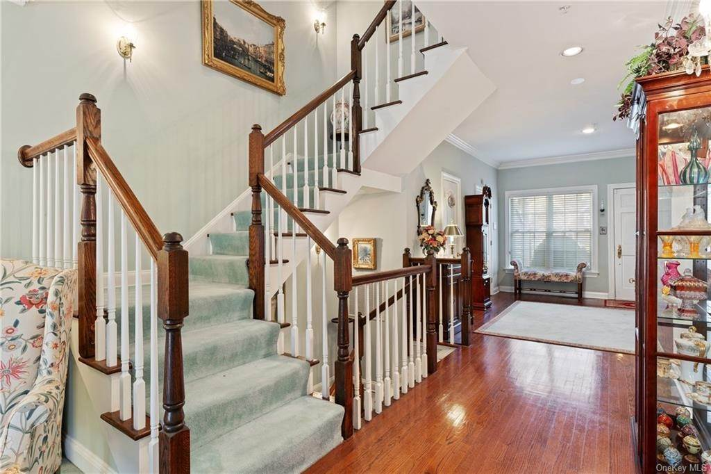 16. Single Family Home for Sale at 44 Wyndham Close White Plains, New York, 10605 United States