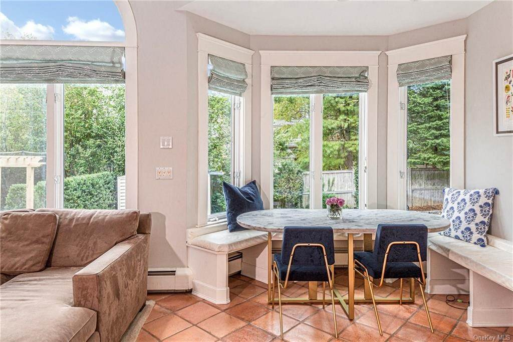16. Single Family Home for Sale at 119 White Plains Road Bronxville, New York, 10708 United States