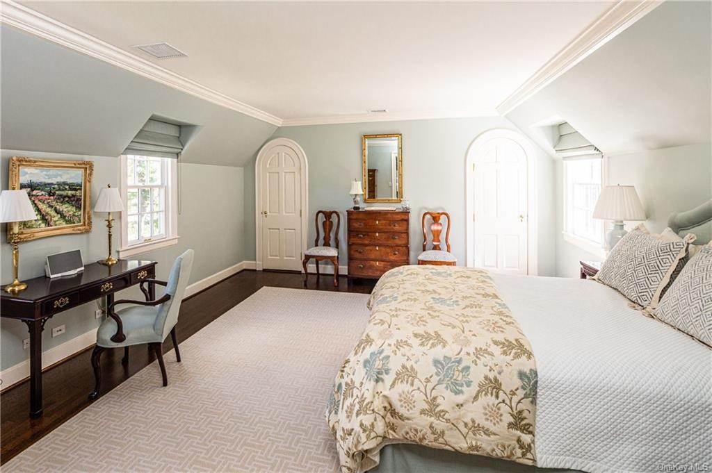 16. Rental Communities for Rent at 25 Moore Road Bronxville, New York, 10708 United States