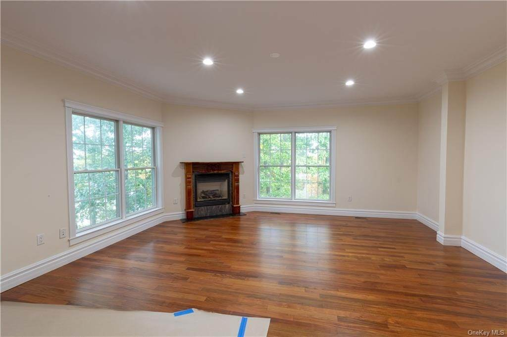 16. Single Family Home for Sale at 51 Juniper Terrace Tuxedo Park, New York, 10987 United States