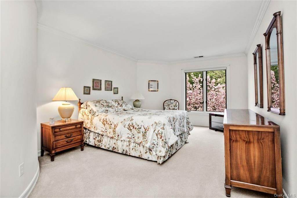 16. Single Family Home for Sale at 5 Stone Falls Court Rye Brook, New York, 10573 United States