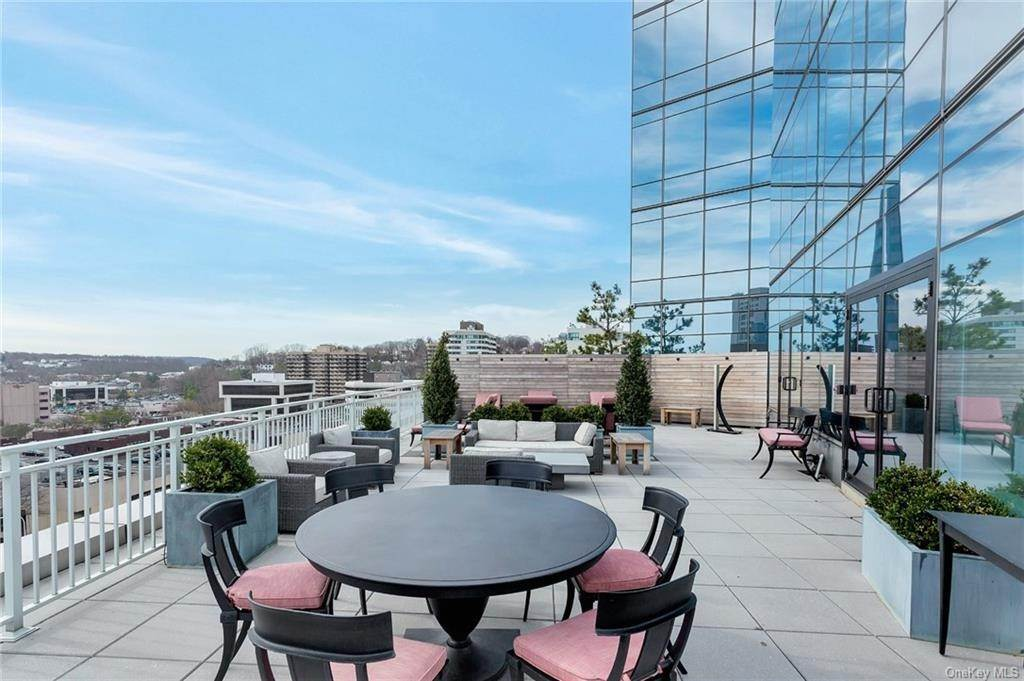 16. Single Family Home for Sale at 5 Renaissance Square White Plains, New York, 10601 United States
